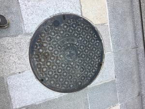 マンホール(3)_中央区章.png