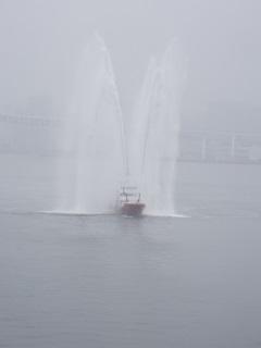 消防艇放水 (1).JPG