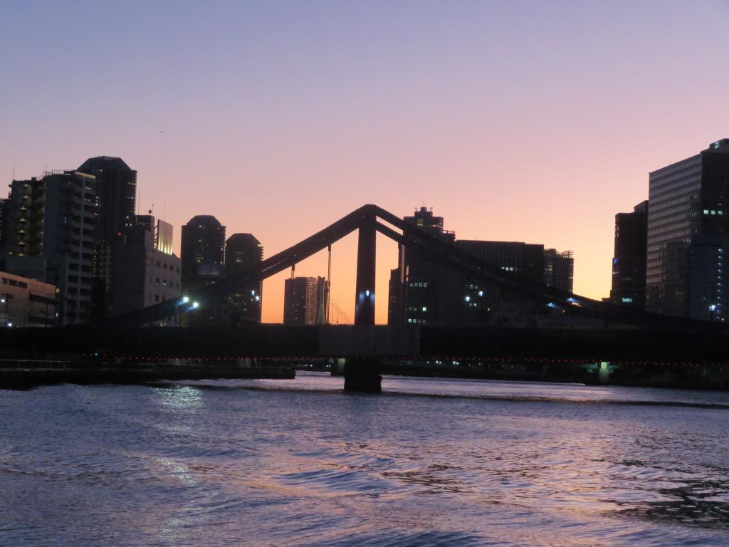 从芭蕉庵古迹预料庭园看清洲桥。 新的年龄平静地墨田川…见芭蕉翁、广重师。