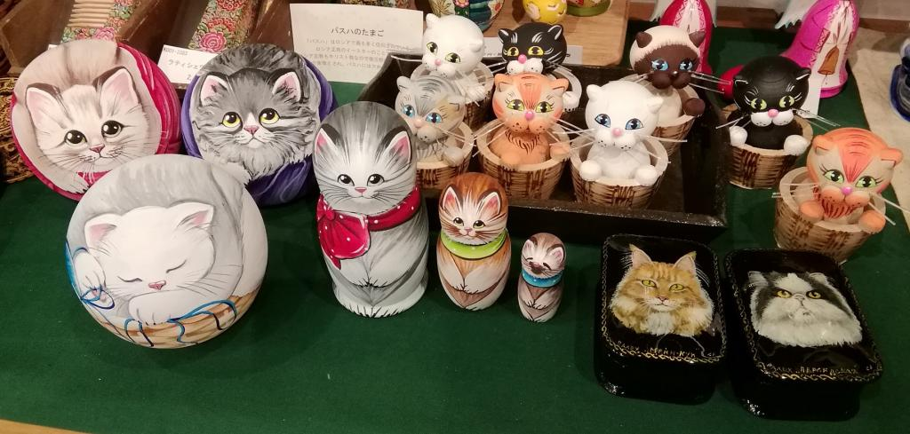 Left three (round shape): oresha animal bell for each 8,000 yen