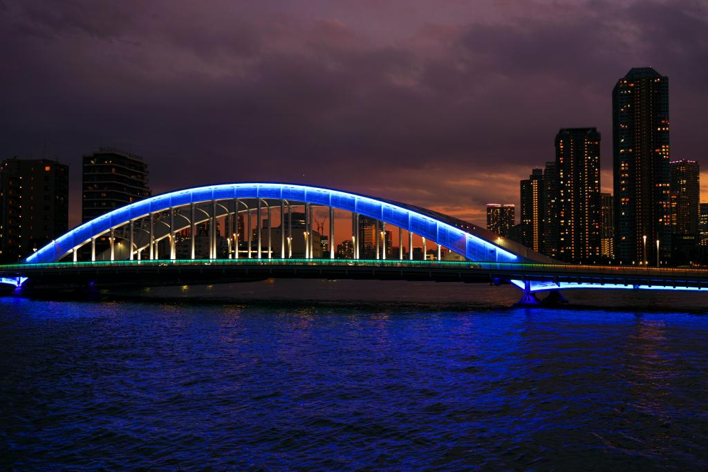 It is lighted up lighting Eitai Bridge until 23:00 after 15 minutes of sunset
