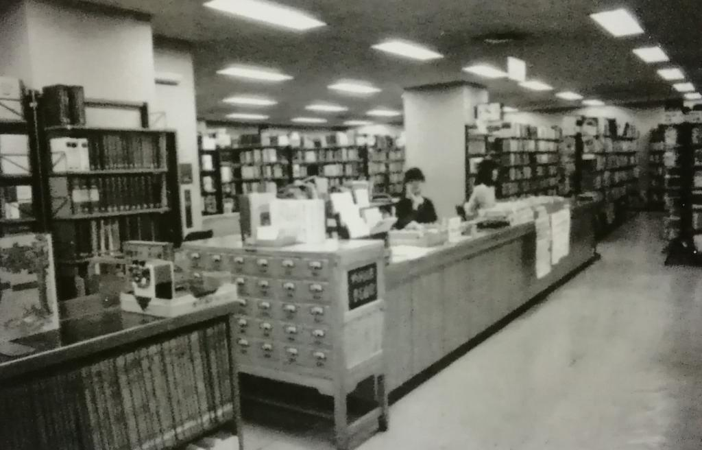 Ayumi of Kyobashi library and local reference library  ... center Ward Kyobashi library ...