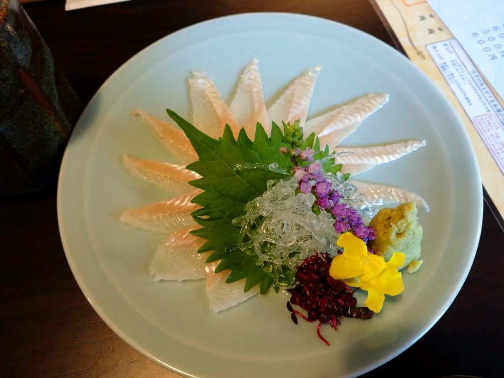"Of ""conger eel sashimi"" only by close season limitation menu ""shin anywhere is delicious, too""! ""Nihonbashi Bridge ball i Ningyocho store"""