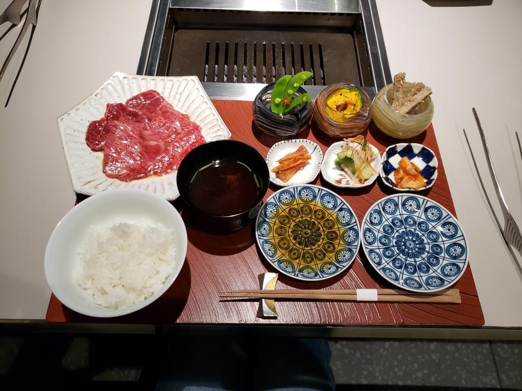 Lunch deluxe in Ginza yakiniku salon de AgingBeef (sarondoeijingubifu)!