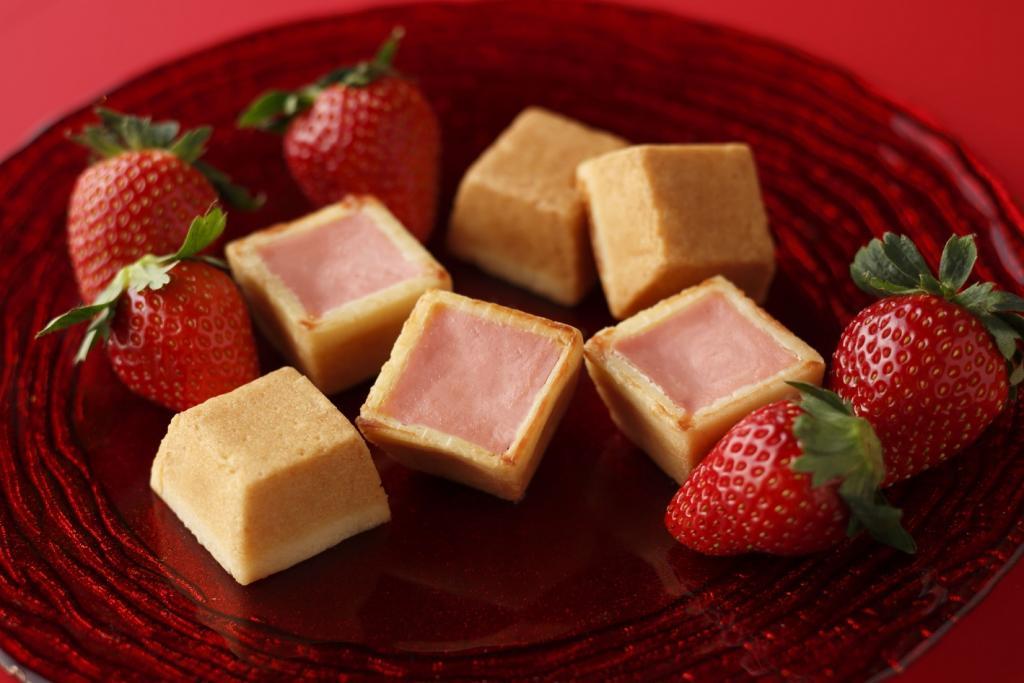Cheesecake (strawberry), winter hand baking cheesecake (strawberry) - Shiseido Parlor ... of annual seasonally limited product winter