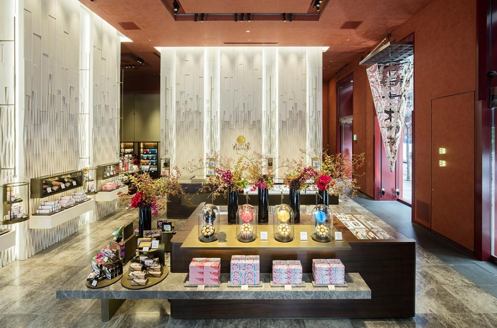 Shiseido Parlor Ginza Main Store shop Christmas sweets and stollen